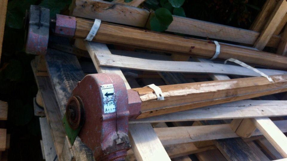 axes en bois de volets roulants datant des annees 60 remplaces par nos soins a la valette du var